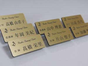 麻布ビューティクリニック様メタル調薄型ゴールド700.jpg